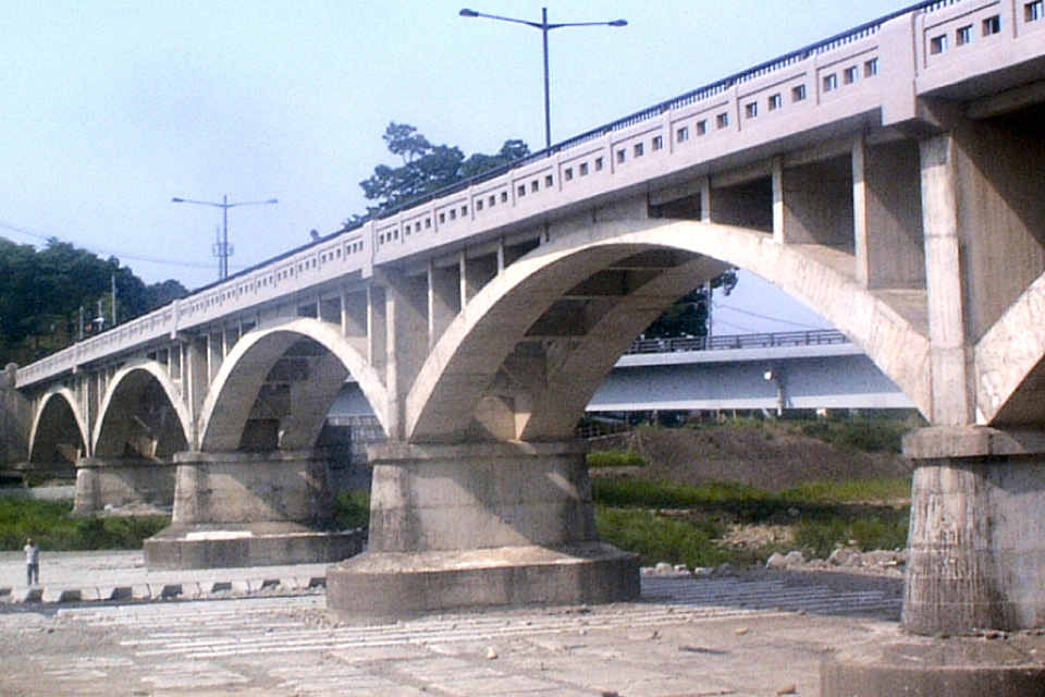 Higashi-Akiru Bridge, Durability Enhancement of Historical Bridge